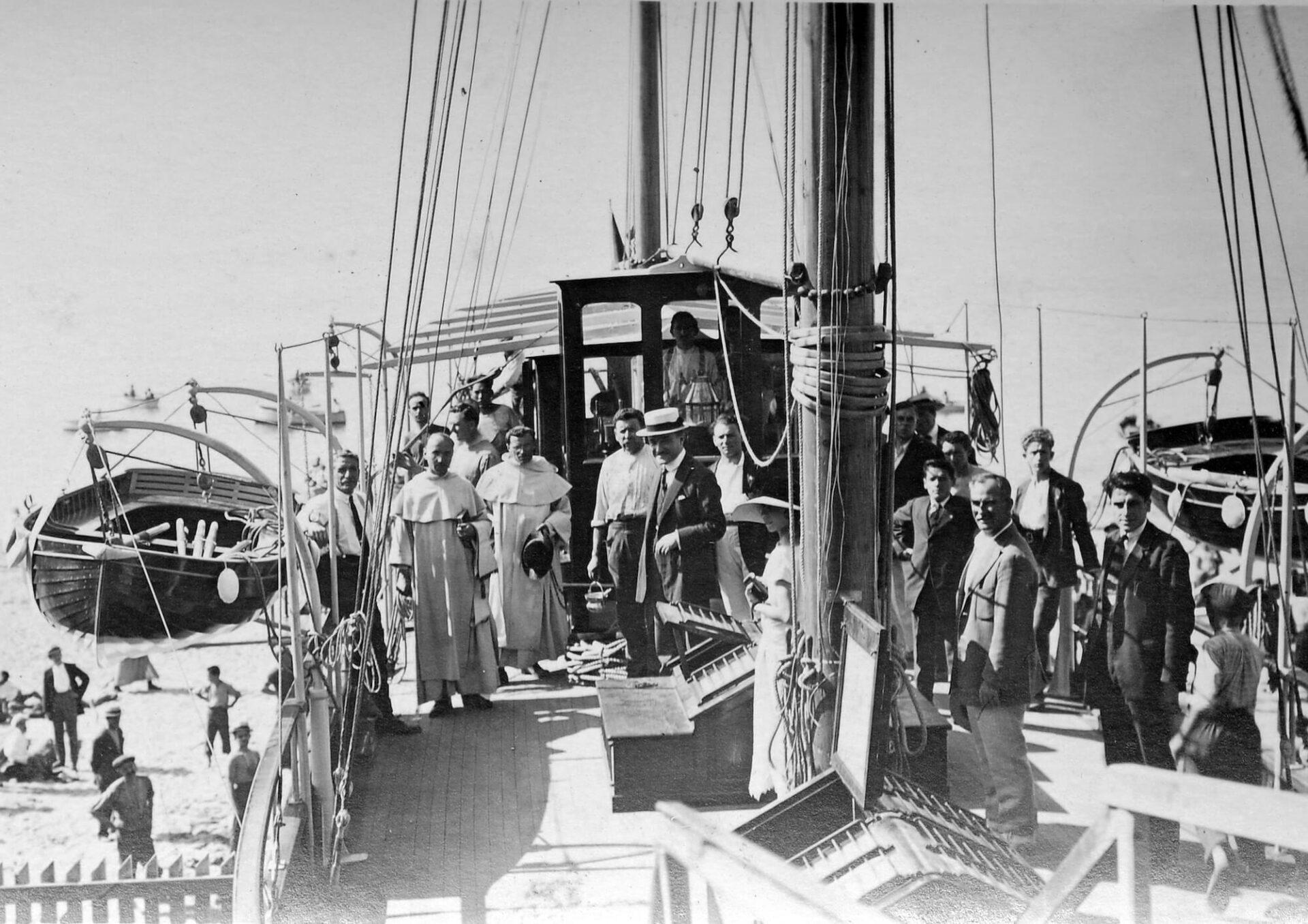 1928 - Benedizione dei padri Domenicani al varo di Janua