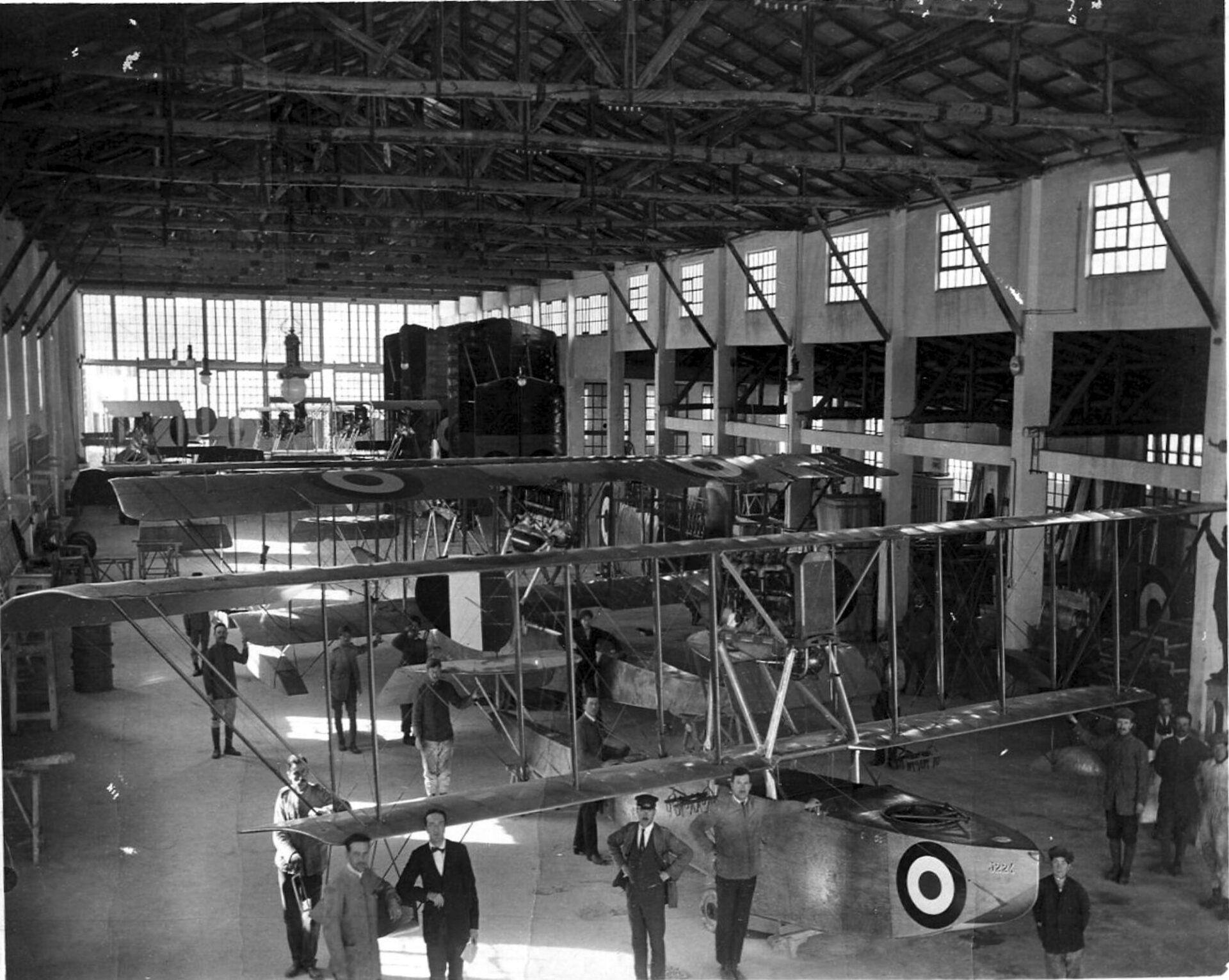 1915-1917 – Linea di produzione velivoli F.B.A. nel cantiere CIVES