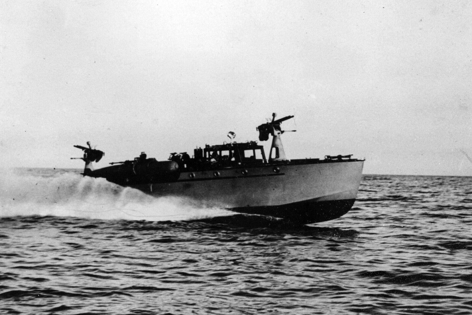 1933 – MAS in navigazione