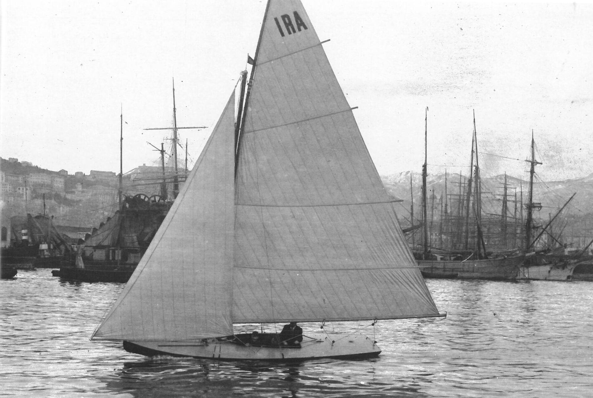 1905 - Ira, yacht a vela in navigazione