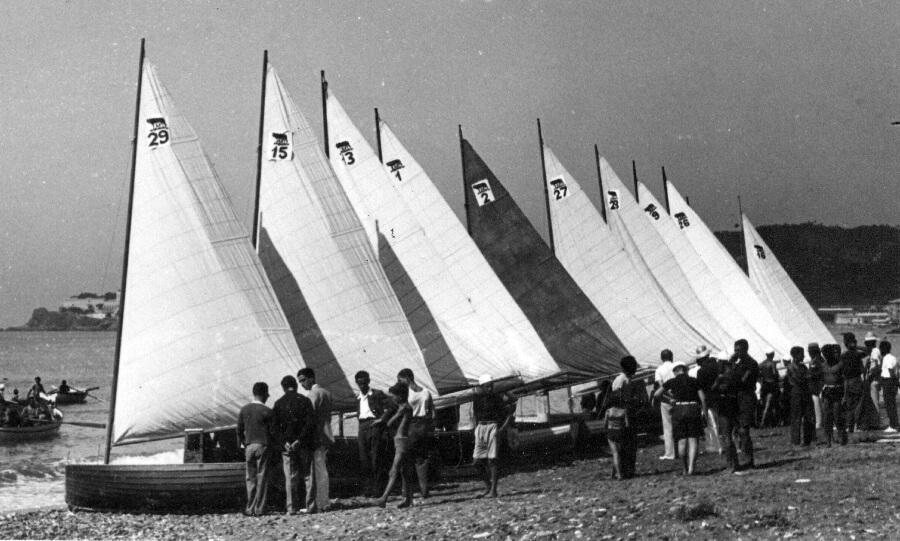 1930 – Lupe sulla spiaggia prima di una regata